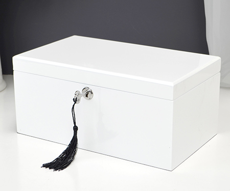 Jewellery boxes and storage